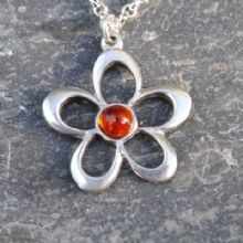 Flower pendant necklace with amber P07